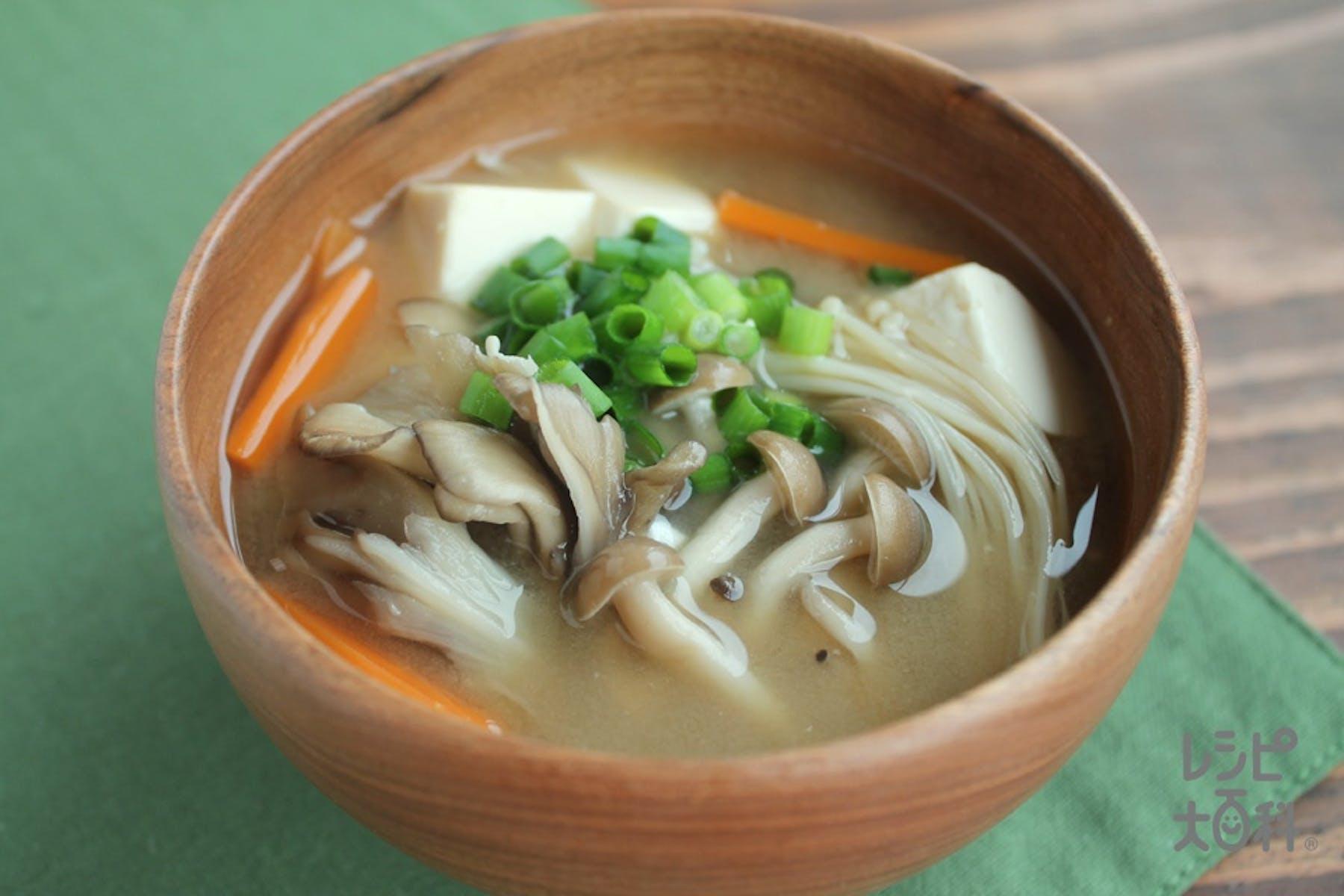 3種のきのこと豆腐のみそ汁