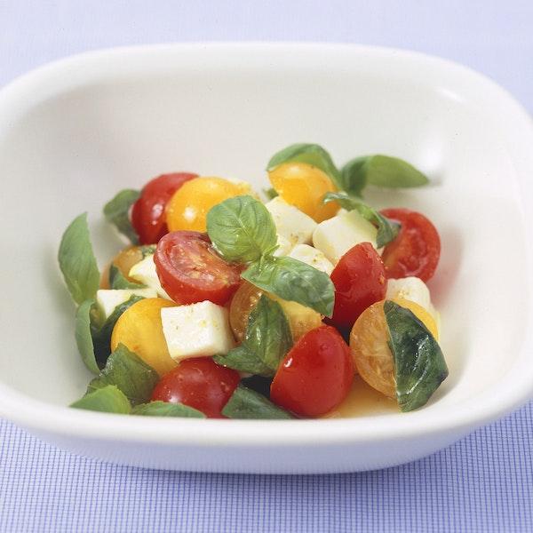 ミニトマトとモッツァレラのサラダ