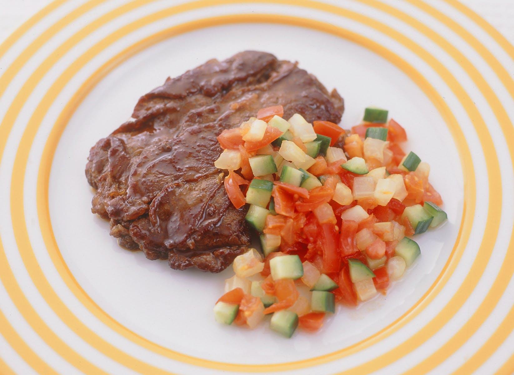 薄切り牛肉の重ね焼き 野菜ソース
