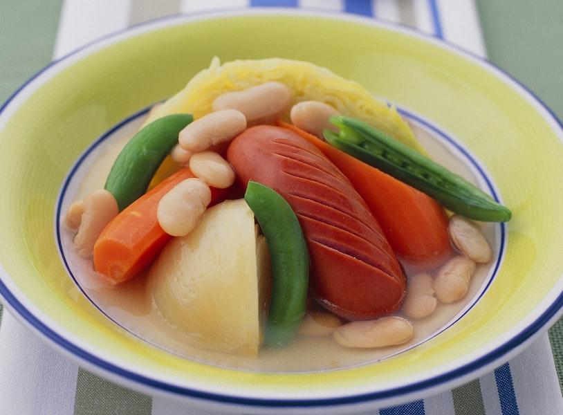 フランクフルトと豆のポトフ