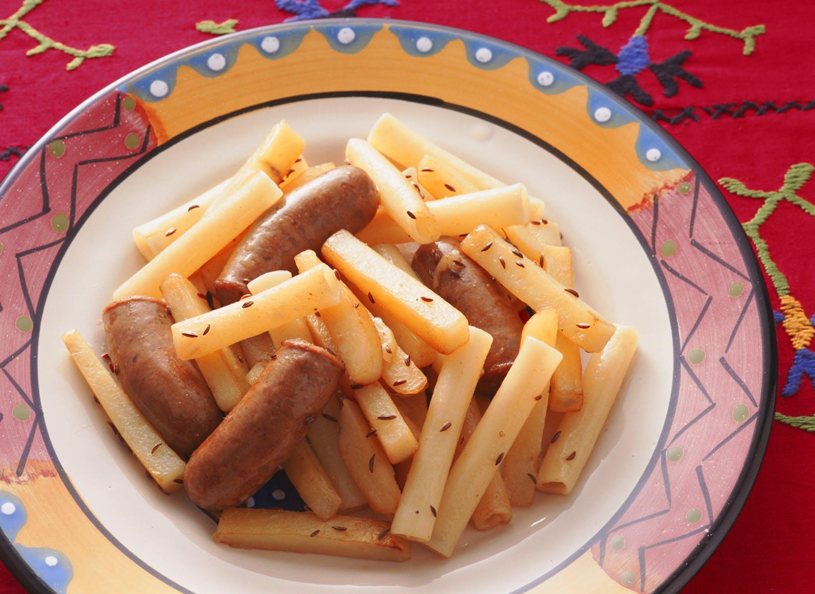 ポテトとソーセージのマカロニソテー