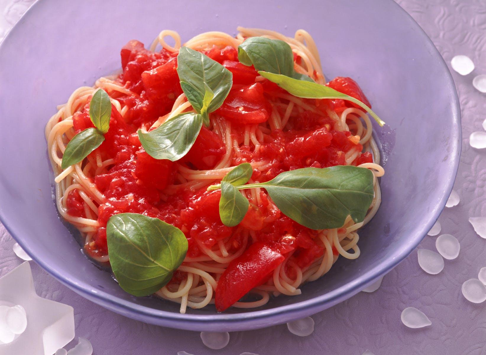 トマトとバジルの冷たいスパゲティ