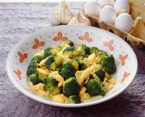 ブロッコリーと卵のいためもの
