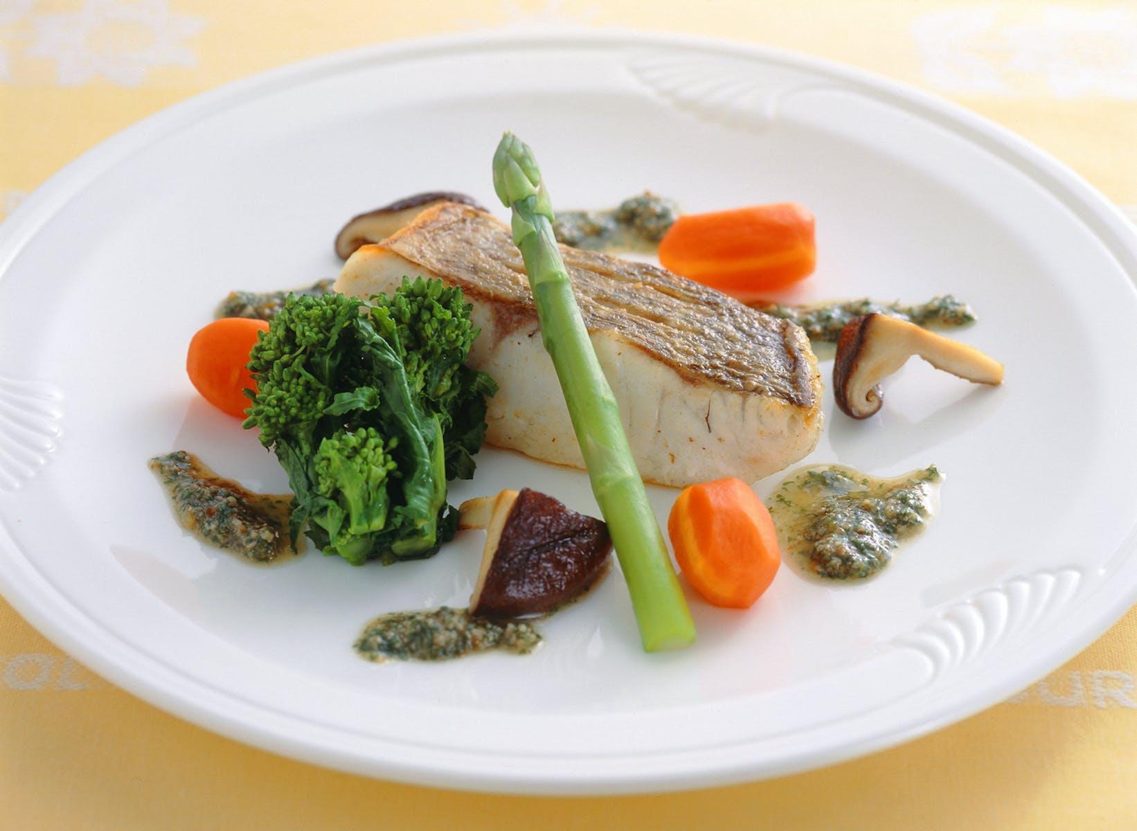 白身魚のポワレ ハーブソース添え