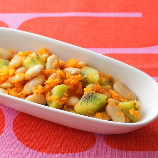 豆とフルーツのサラダ