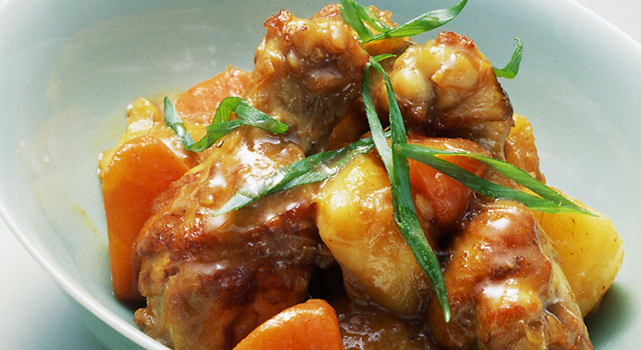 鶏肉とじゃがいもの八角風味煮