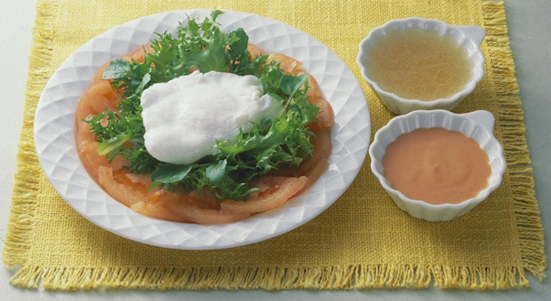 ポーチドエッグのトマトサラダ