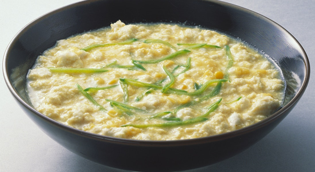 コーンと鶏ささ身の中華風スープ