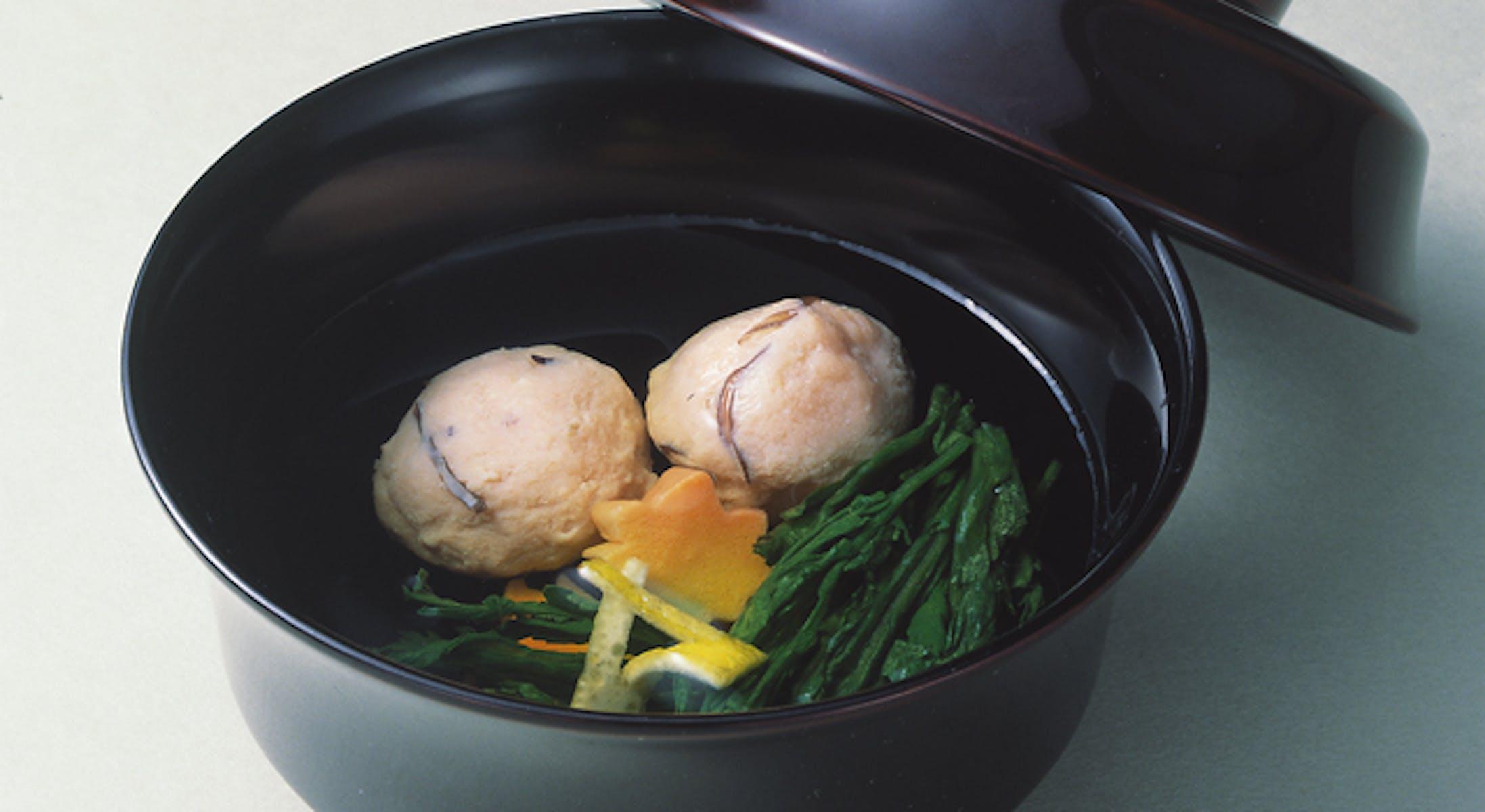 鮭しんじょと菊菜のお吸い物