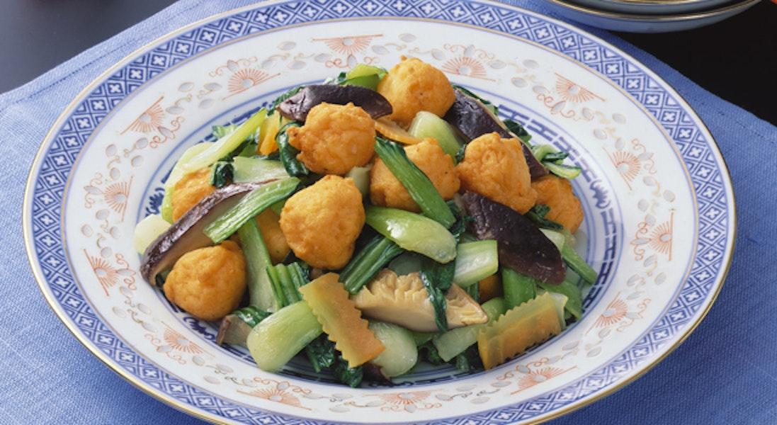 チンゲン菜とえび団子の炒め物