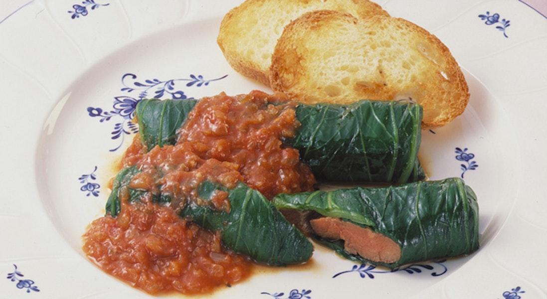 牛肉のチンゲン菜巻きのトマトソース添え