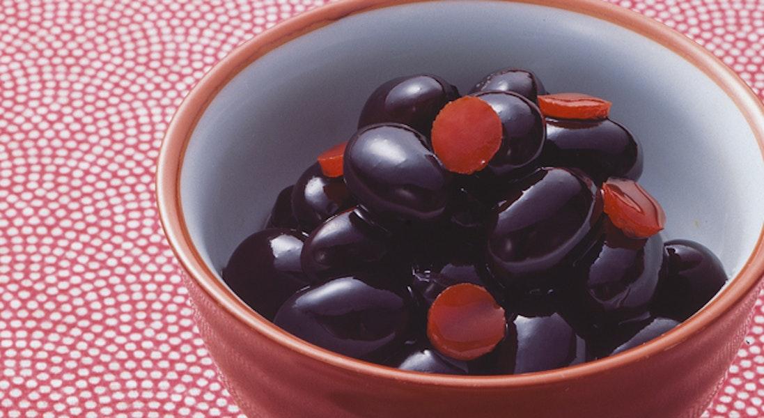 黒豆の赤ピーマン添え