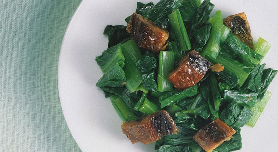 小松菜とさんまの蒲焼きの和え物