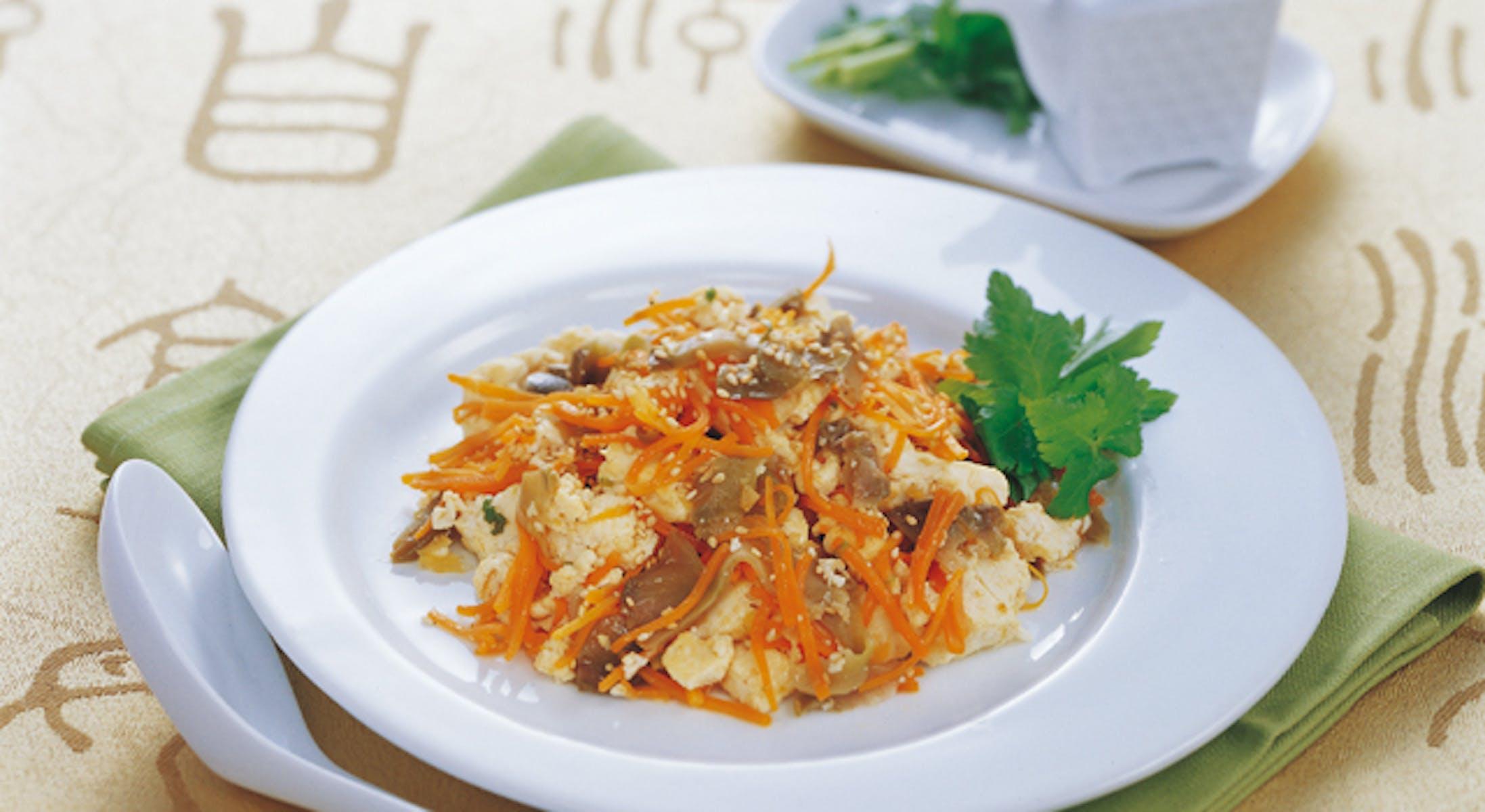 ザーサイとにんじんの中華風炒り豆腐