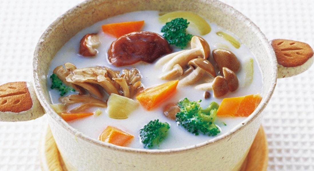 きのことブロッコリーの具だくさんスープ