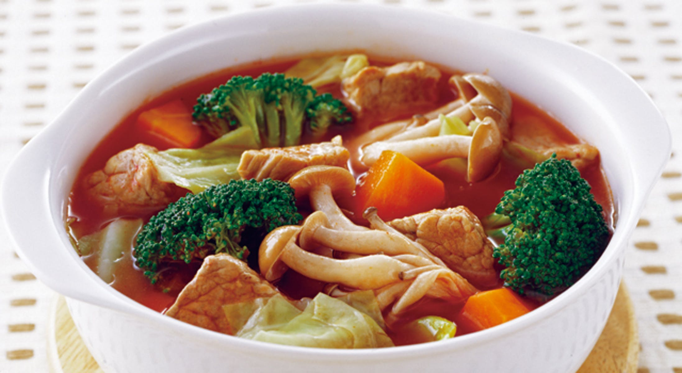 豚肉とブロッコリーのトマトスープ