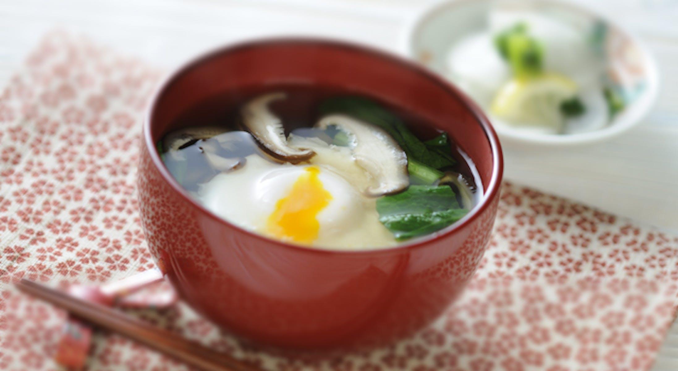 丸ごと卵と小松菜のすまし汁