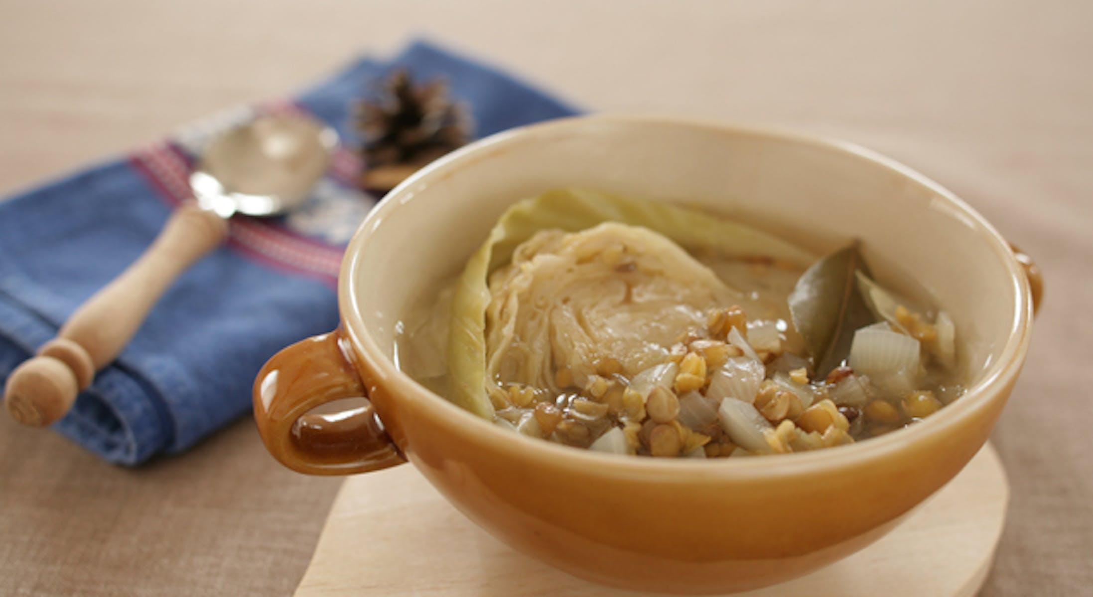 キャベツとレンズ豆のスープ