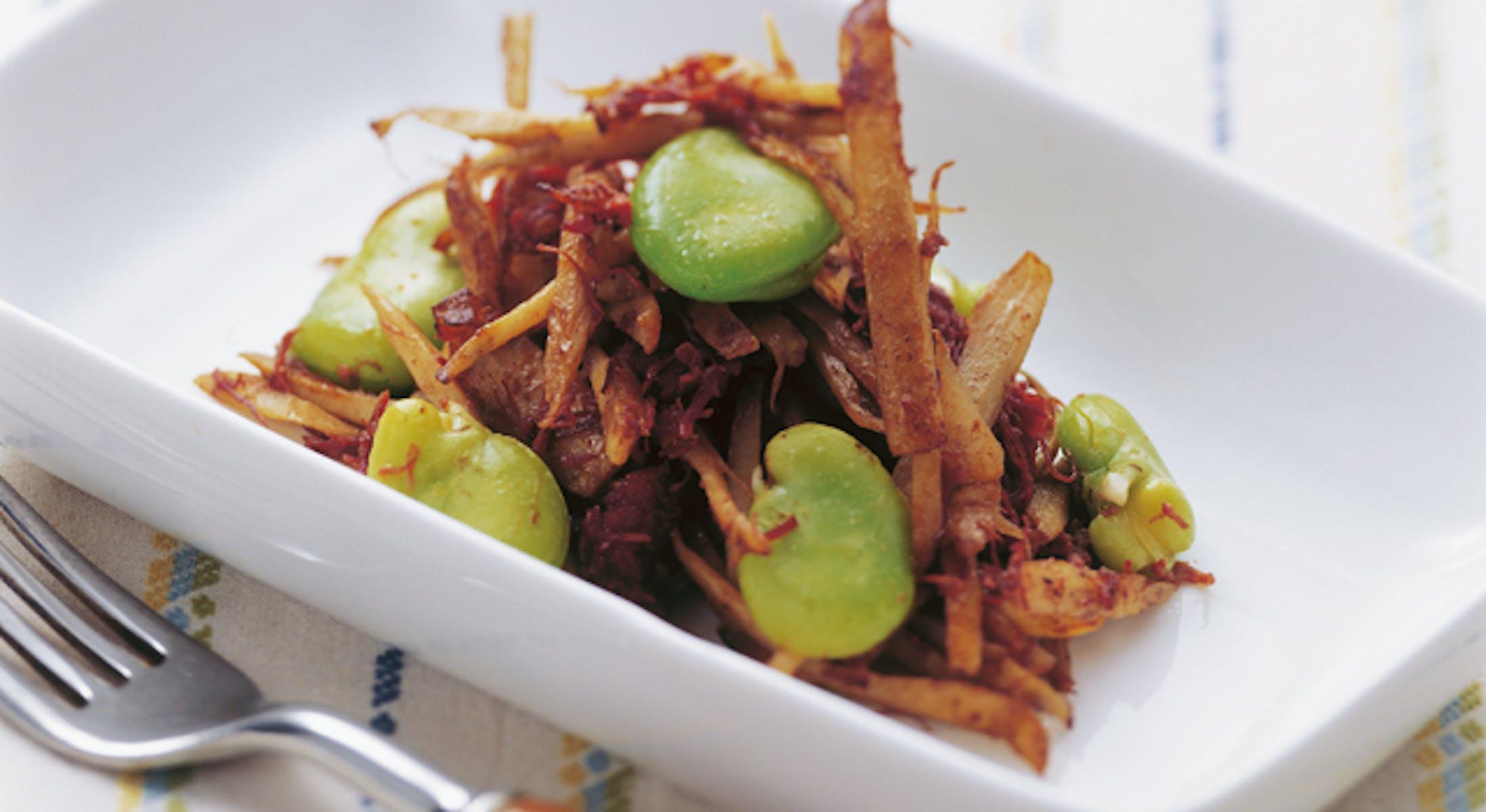 コンビーフとそら豆とごぼうのソテー