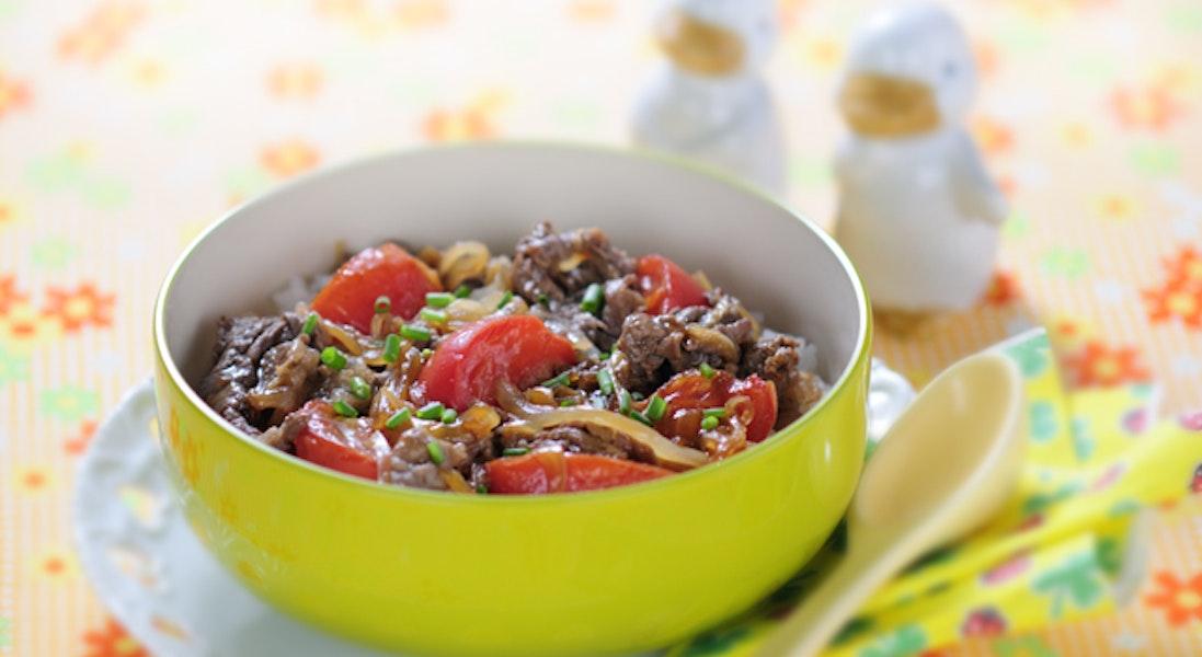 トマトすき焼き丼