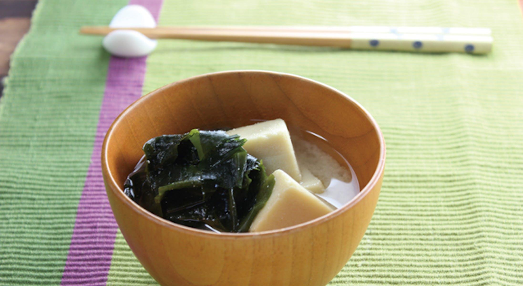高野豆腐とわかめのみそ汁