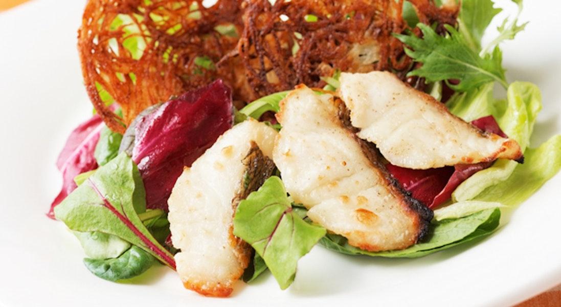 じゃがいものガレットと鯛のサラダ仕立て