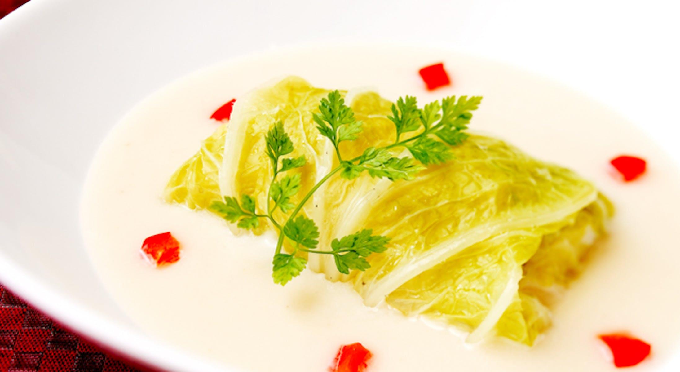 白身魚とほたて貝柱の白菜包み蒸し
