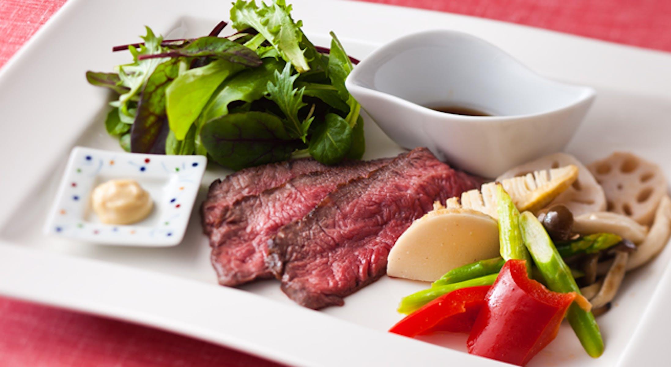 ローストビーフとグリル野菜のサラダ