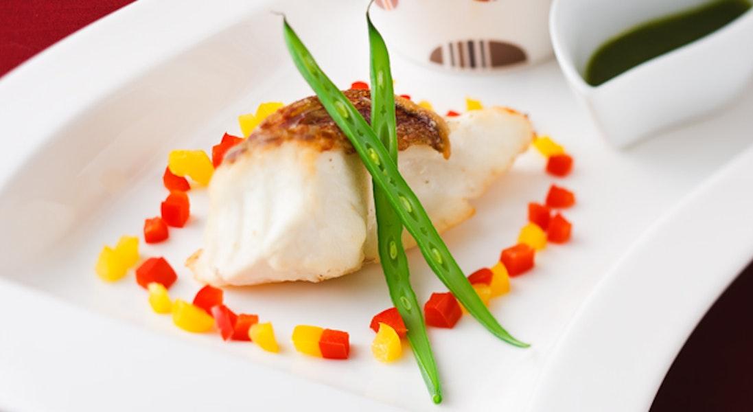 白身魚のバジルソース添え