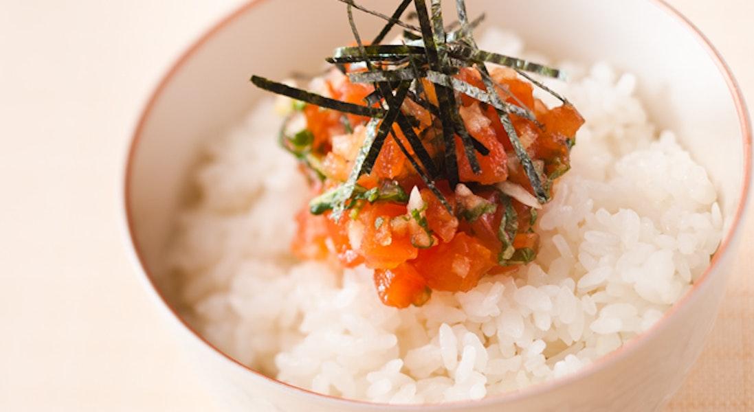 完熟トマトのしょうゆ漬けご飯