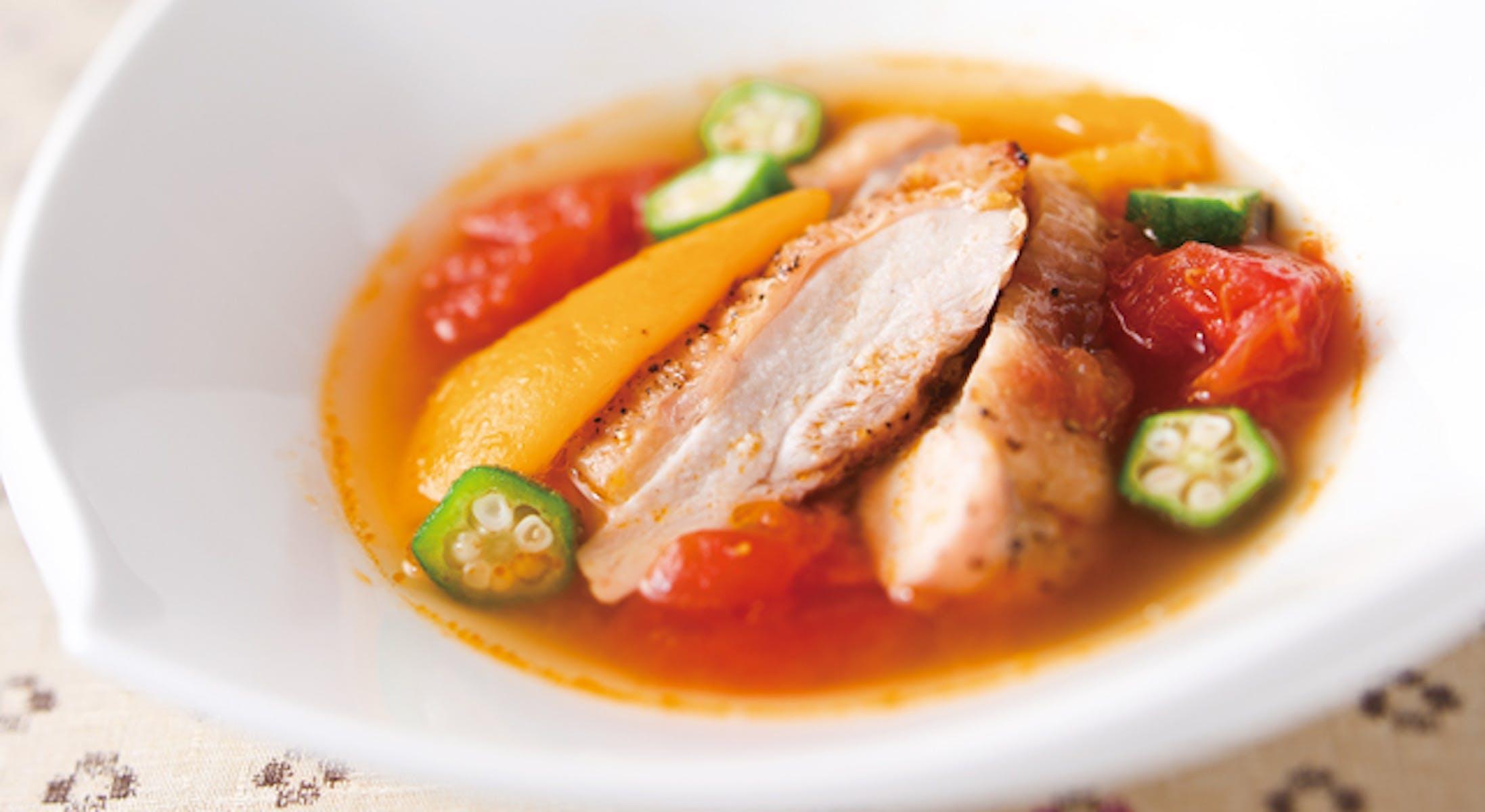 グリルチキンと夏野菜のスープ
