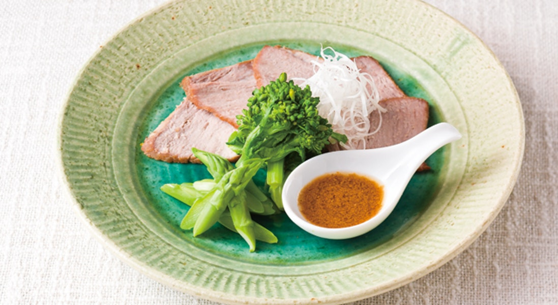 煮豚のお番茶風味春野菜添え