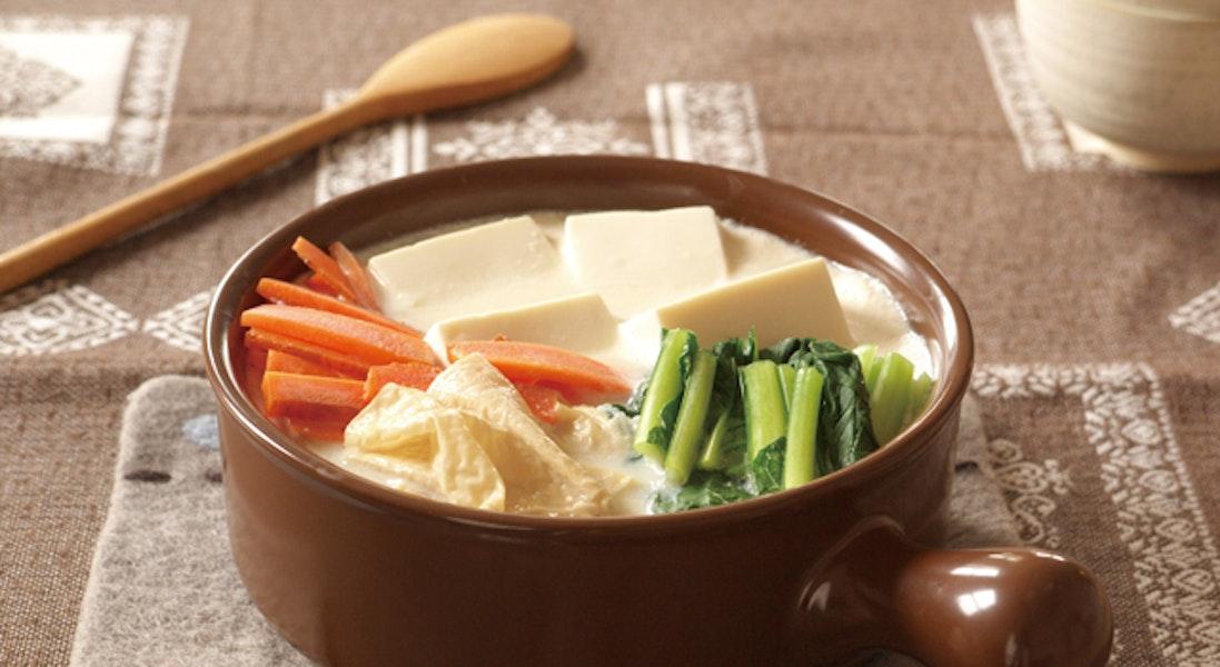 豆腐と湯葉のヘルシー豆乳みそ鍋