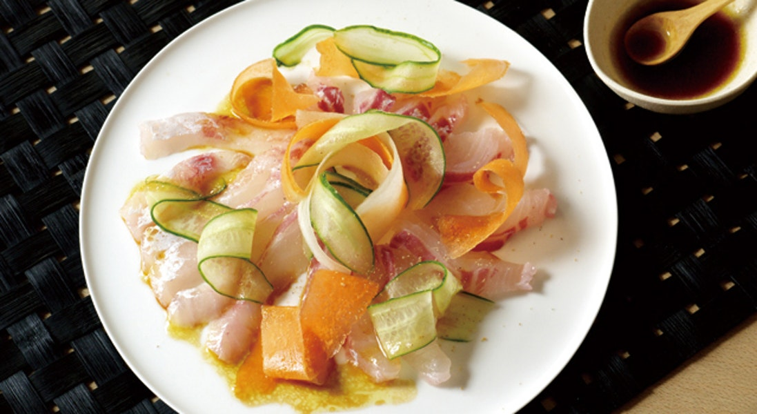 野菜たっぷりお刺身サラダ(しょうゆドレッシング)