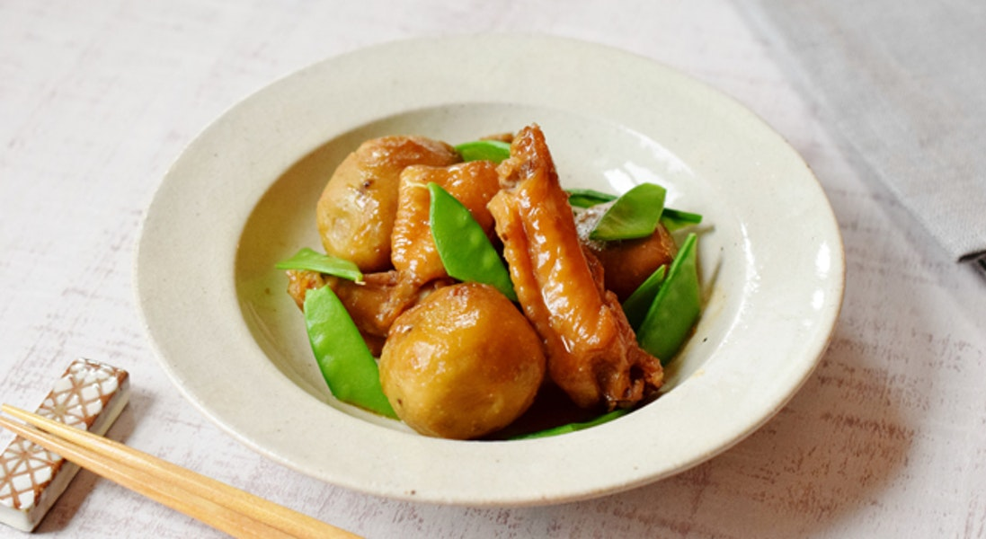 里いもと鶏手羽の煮物