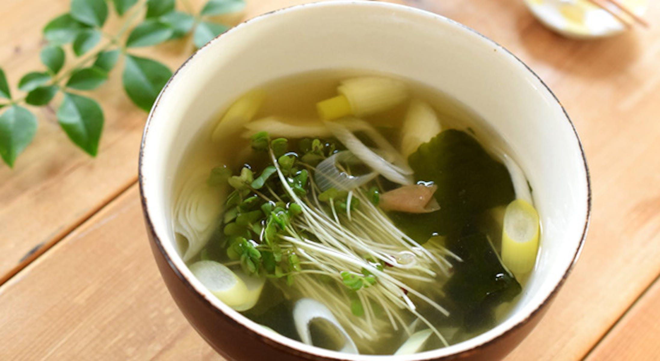 スプラウトとわかめのさっぱりスープ