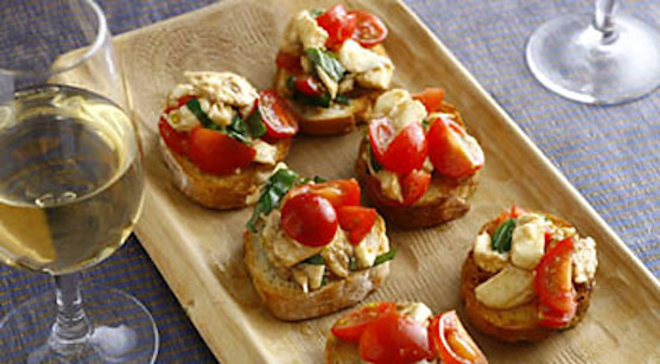 モッツァレラとミニトマト、バジルのブルスケッタ