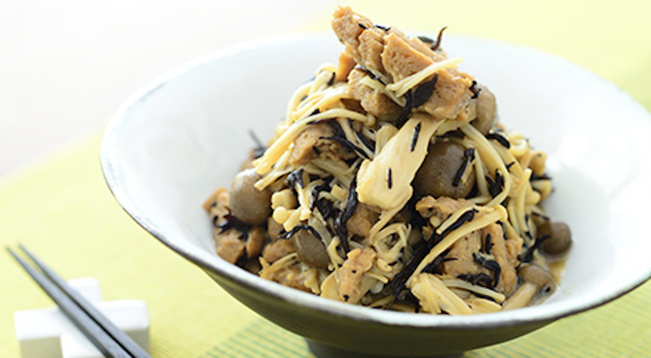 大豆のお肉ときのこ、ひじきの生姜めんつゆ炒め煮
