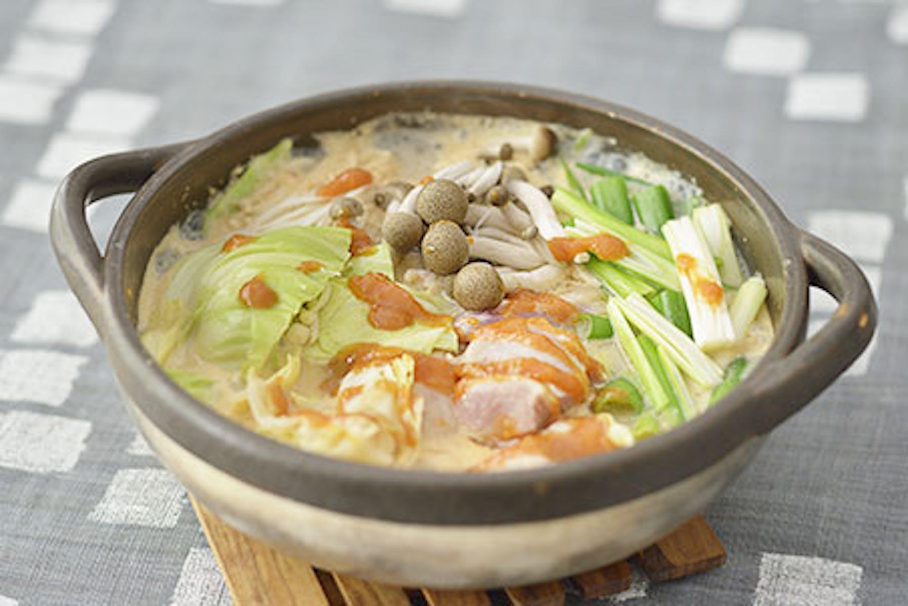 キャベツみそと鶏肉の辛味豆乳甘酒鍋