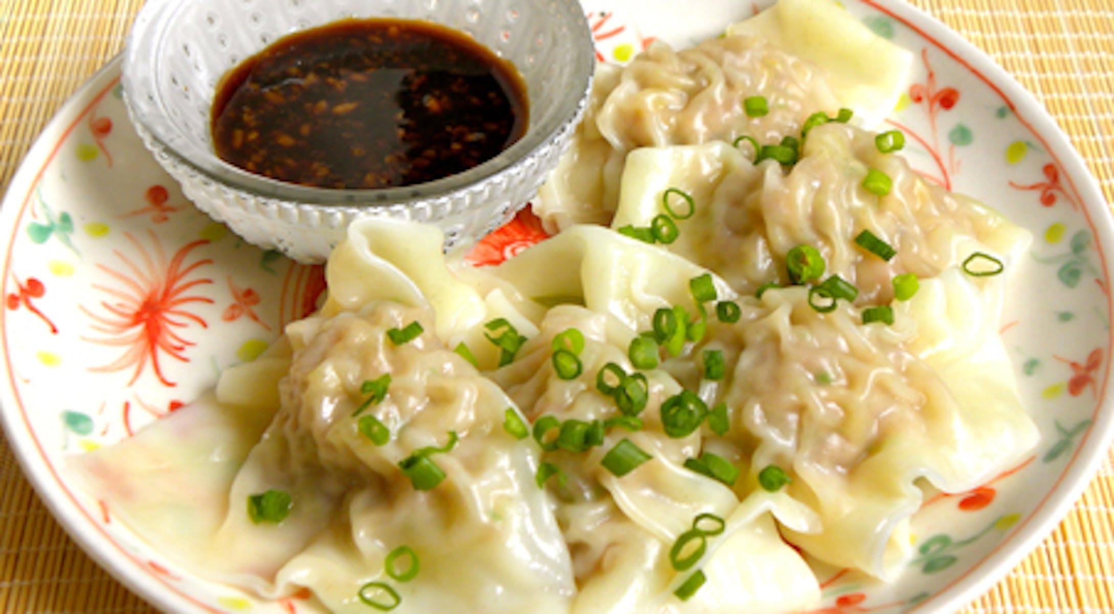 しょうゆ糀黒酢で食べる プリプリエビの水餃子