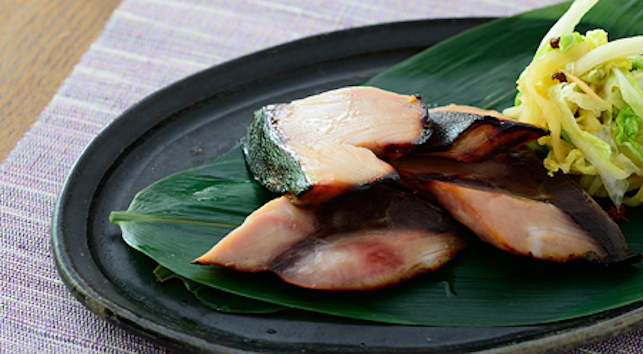 ぶりの糀みそ漬け焼き 白菜の香味漬け添え