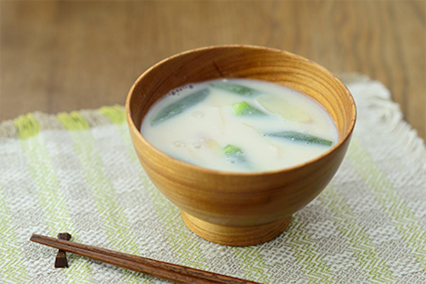 おくらと新生姜の豆乳みそ汁
