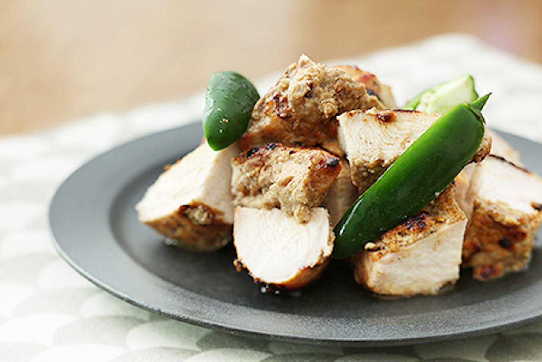 鶏むね肉のスパイスヨーグルトみそ漬け焼き
