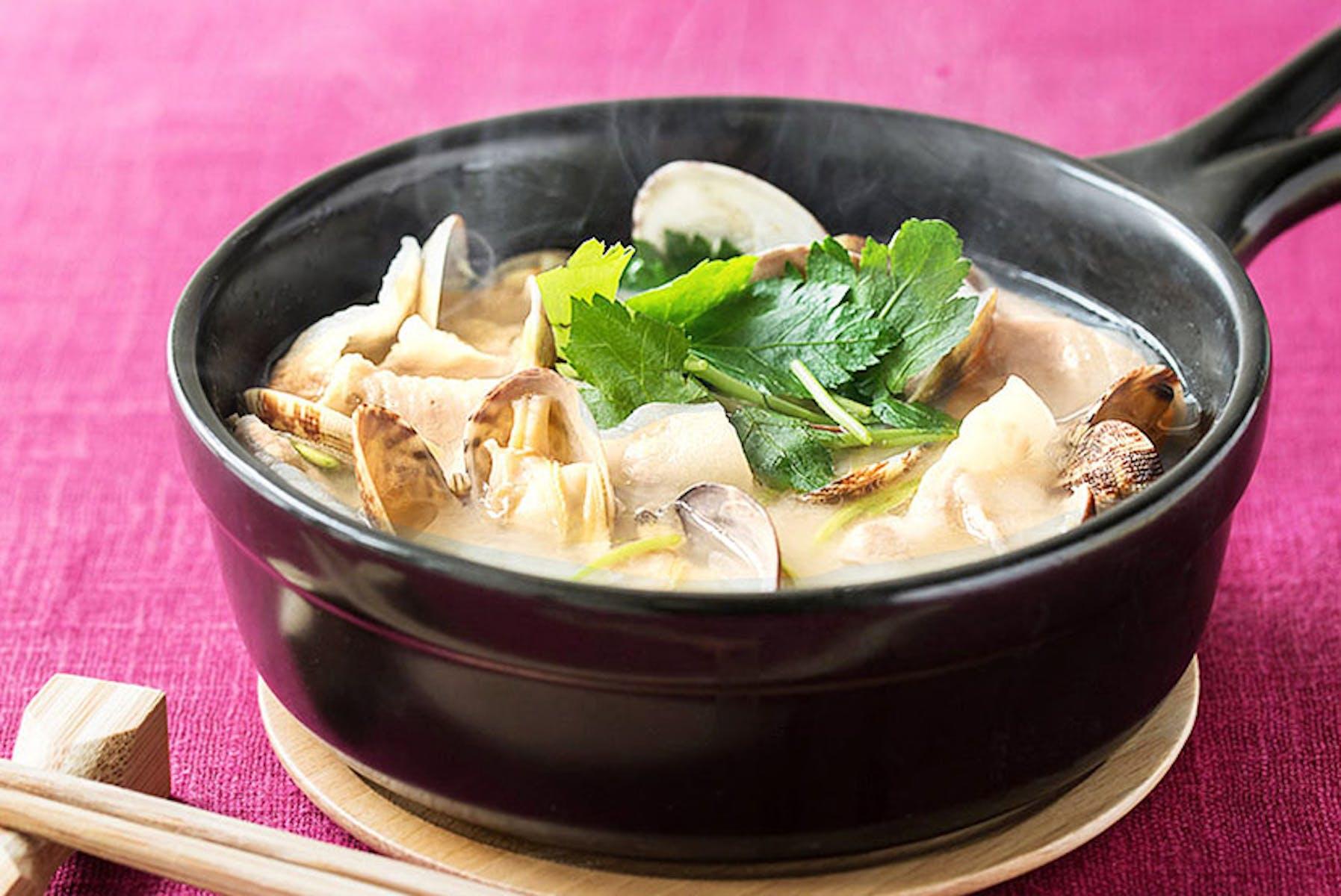 あさりと豚バラ肉の糀甘酒スープ