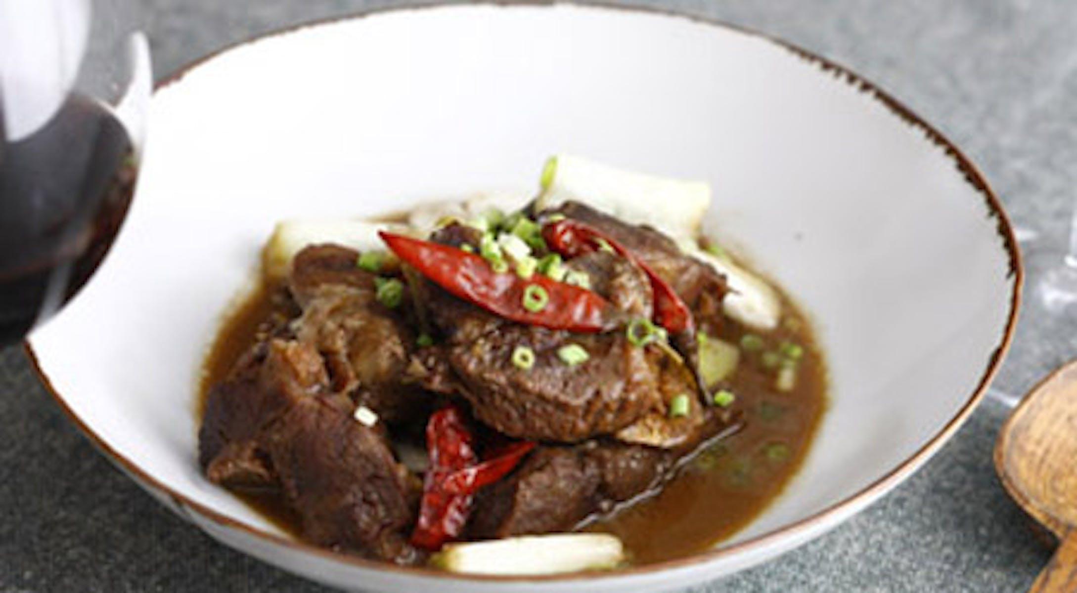 牛肉のピリ辛味噌煮込み にんにく風味