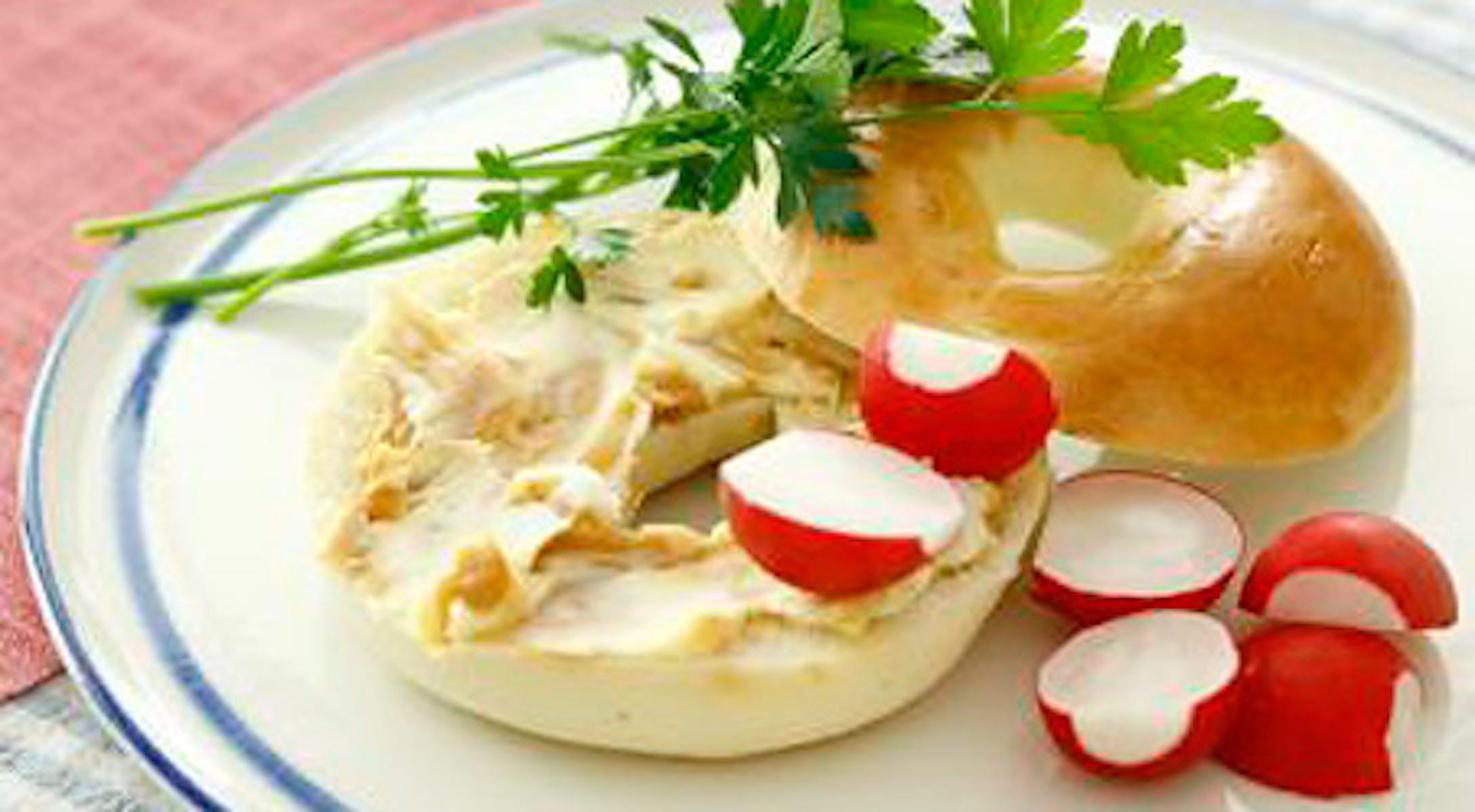 みそピーナッツバターとクリームチーズのベーグルサンド
