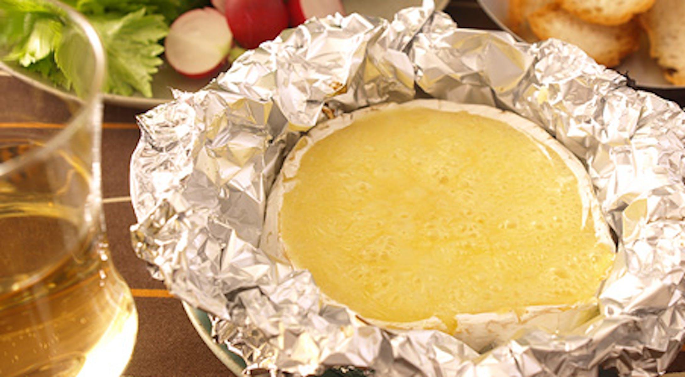 白みそとカマンベールのディップ(チーズフォンデュ)