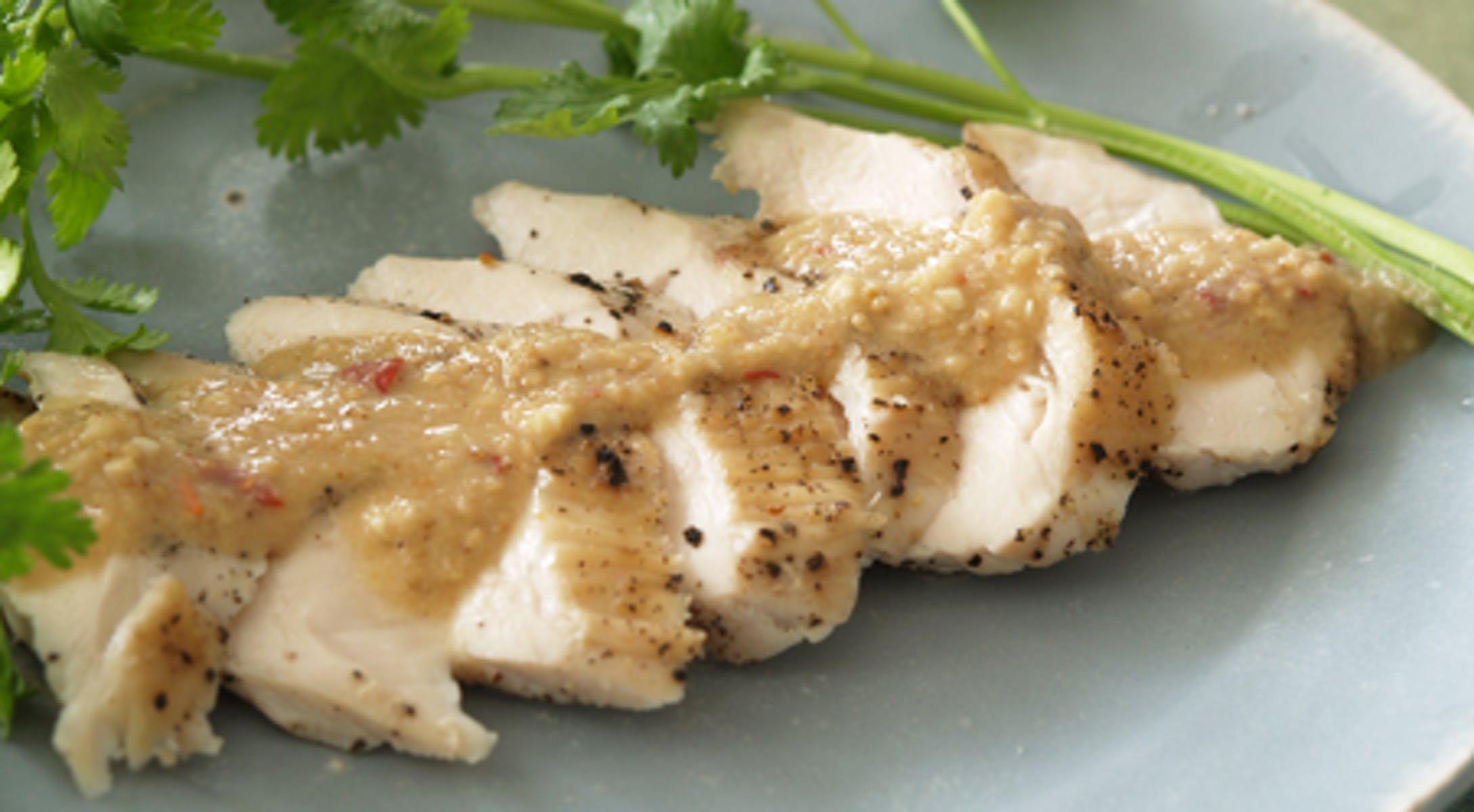 蒸し鶏の冷製 タイ風エスニックソース