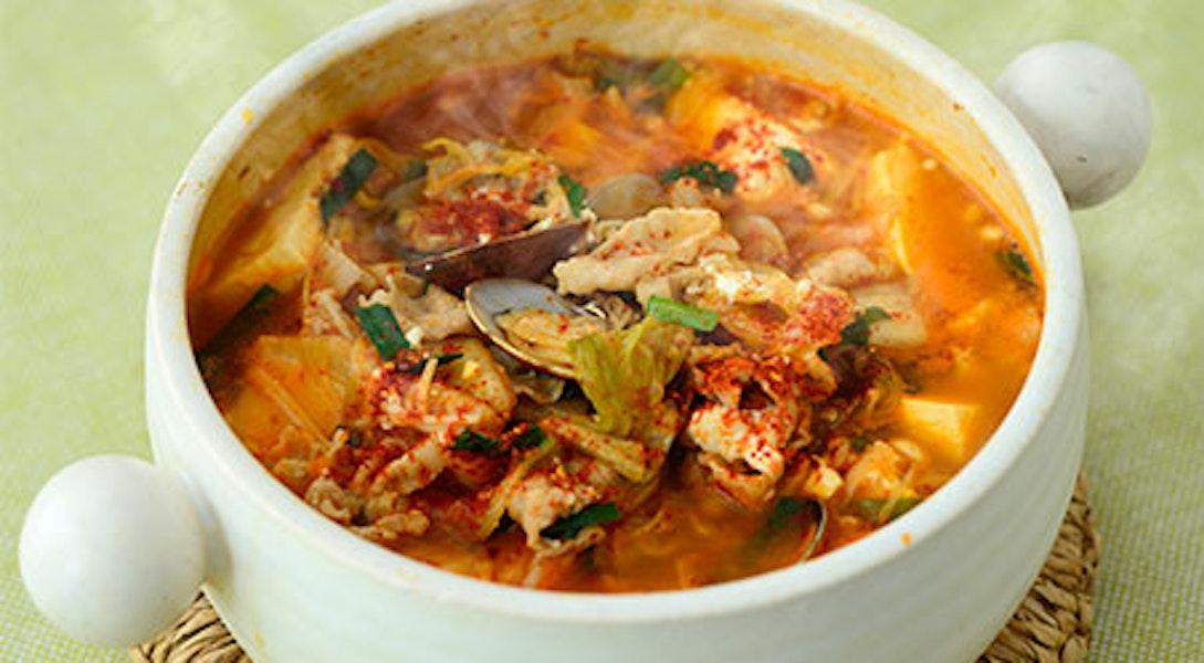 スンドゥブチゲ(豆腐たっぷり あさりと豚のキムチ鍋)