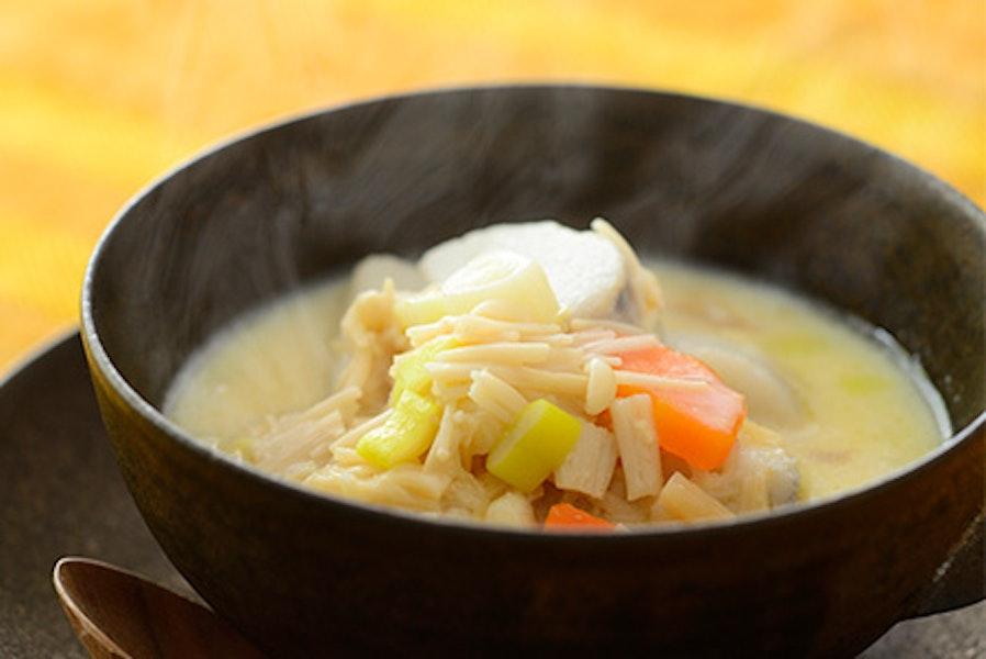 里芋とホタテ缶の白みそ入りチャウダー